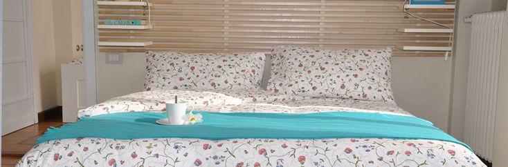 Camera Genziana -  è una camera da letto doppia che può ospitare fino ad un massimo di 6 persone in uno spazio ampio e accogliente con angolo attrezzato per preparare la prima colazione completo di caffettiera e bollitore elettrici. Dispone di un letto matrimoniale e due letti singoli che possono diventare matrimoniali all'occorrenza. E' completa di balcone e bagno privato e si trova al primo piano di Rio Molino.
