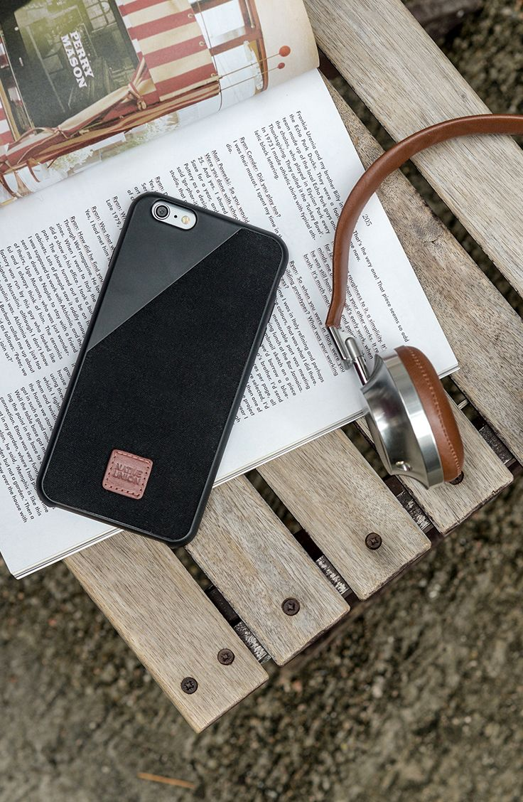 CLIC 360° in Black | Made with British Millerain canvas providing protection for the iPhone