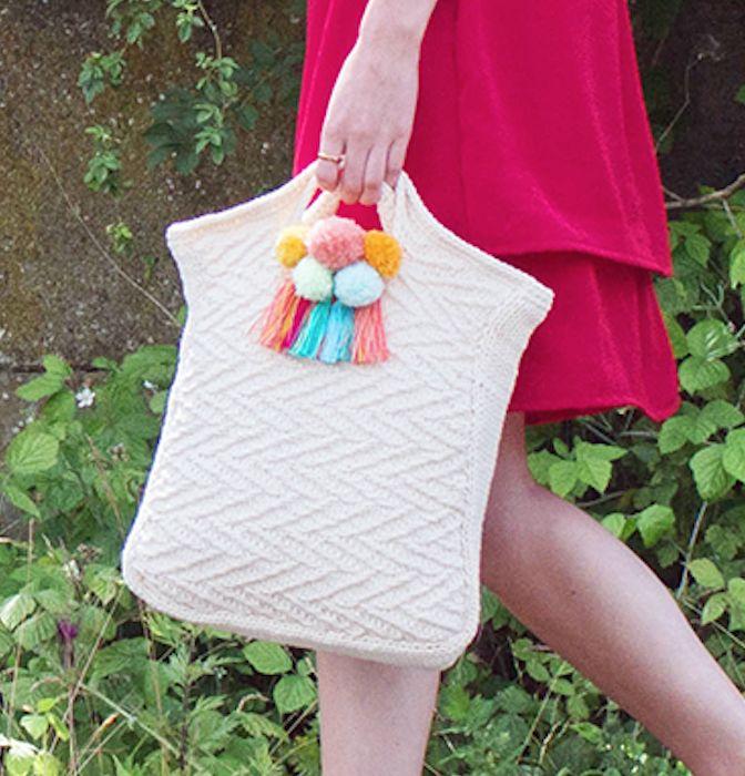 Kijk wat ik gevonden heb op Freubelweb.nl: een gratis breipatroon van Wolplein om deze mooie tas te maken https://www.freubelweb.nl/freubel-zelf/gratis-breipatroon-tas-9/