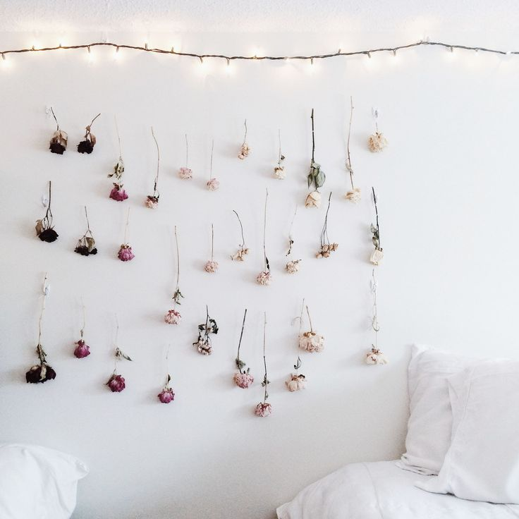 How to make your own Ombre Dried Flower Wall on juliettelaura.blogspot.com