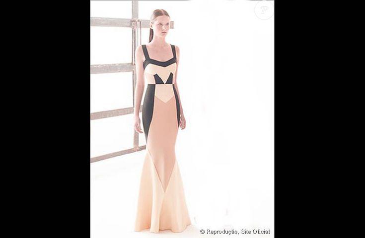 Vestido longo usado por Carol Dieckmann é da grife Lolitta e custa R$ 6020. Na foto, peça tem detalhes em preto