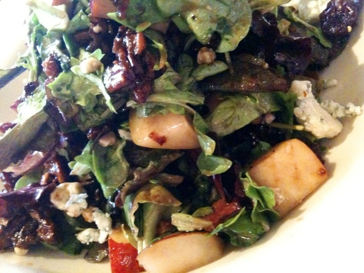 Blue Cheese and Pear Salad - a favorite from the Nordstrom Bistro Cafe. Very simple to make, as well!Dinner Salad, Blue Cheese, Pears Salad, Recipe, Food Ideas, Nordstrom Blue, Dresses, Whole Food, Yum