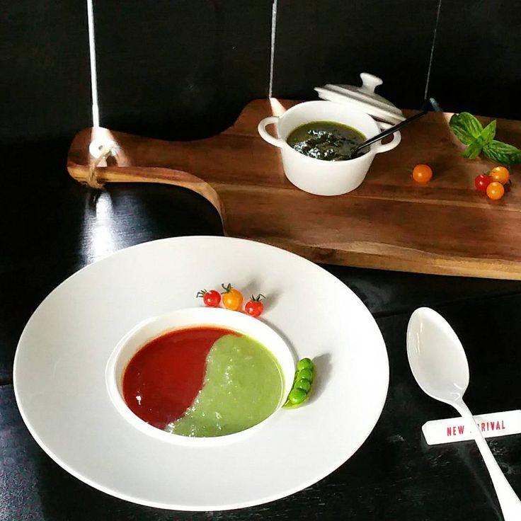 2017.6.9.(金)今朝は冷凍して置いたスナップエンドウでポタージュと、トマトスープの2色のスープにバジルソースをたらりと落としていただきました♪  #ポタージュ #食べるスープ  #スナップエンドウのポタージュ #豆乳入り  #スナップエンドウ #新玉ねぎ  #スープ #トマトスープ  #2色のスープ #冷製スープ  #手抜きスープ  #フレッシュバジル #ハーブ #バジルソース #バジルペースト #すり鉢 #ジェノベーゼソース  #ジェノベーゼペースト  #朝食☀🍴 #朝ごはん🍞 #うちごはん  #マイクロトマト #バジル #初収穫 #Potager #ポタジェ #キッチンガーデン  #ウットデッキ #アウトドアキッチン