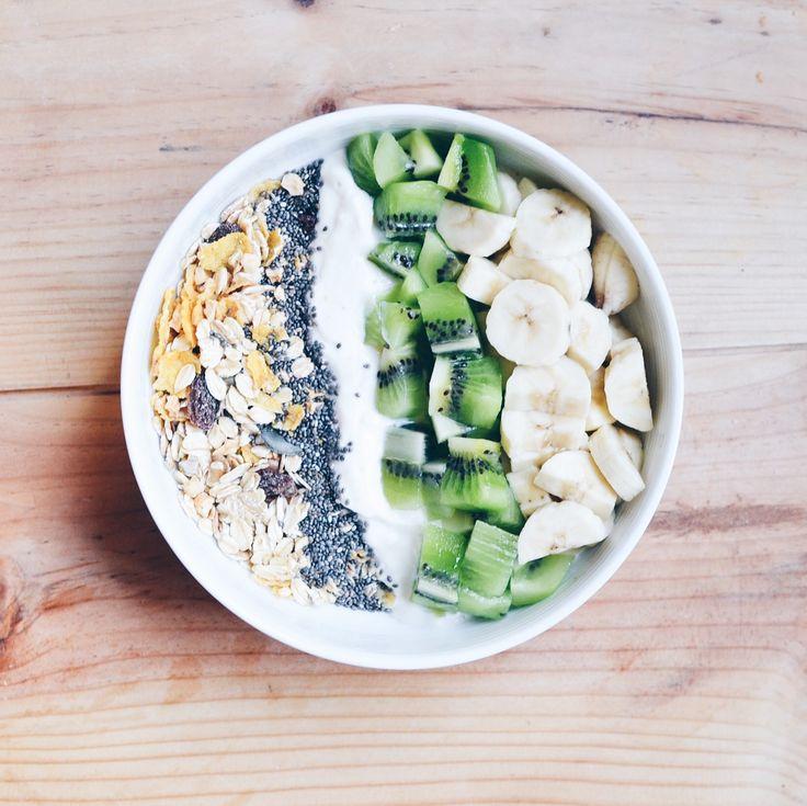 • B O W L • Kiwi, banane, soja, graines de chia, mueslie. #Vegan #Bowl #Healthy #HealthyBowl #Breakfast