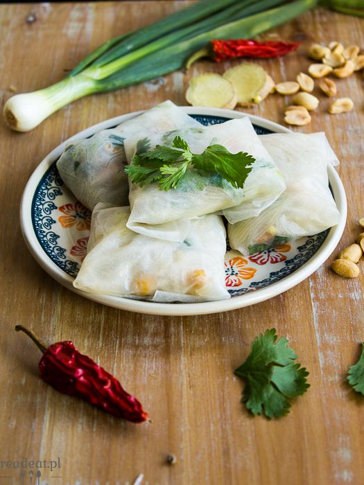 Summer rolls with coriander, green peas and avocado