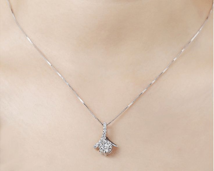 Sterling Silver 1.5 ct Austrian Crystal Pendant and Chain.