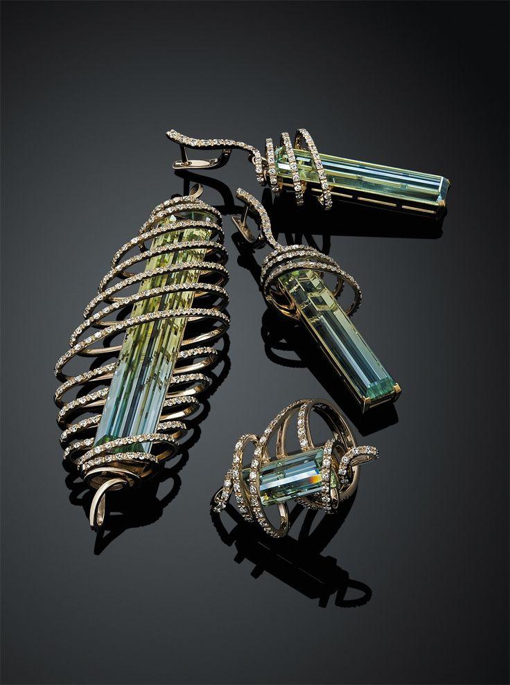 Ювелирный постер Diamond Jewelry. Ювелирные украшения с драгоценными камнями и бриллиантами. Jewellery Photography.