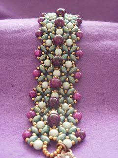Beszter gyöngyei és egyéb hóbortok.  Beautiful super duo jewelry on this site.