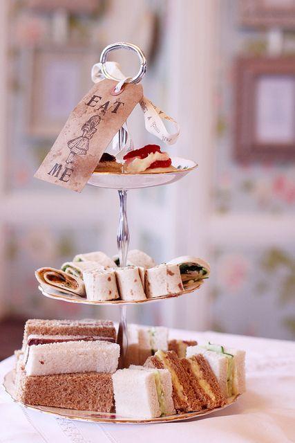 """Eat Me"" ""Drink Me"" Alice in Wonderland inspired tea party idea. <3"