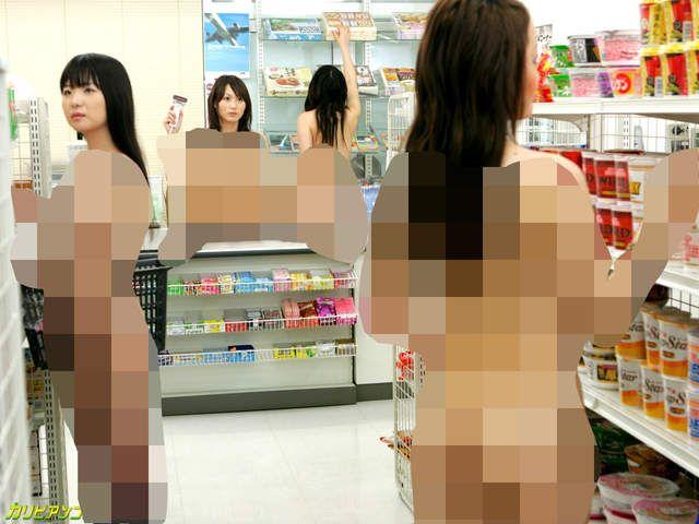 產量非常多的日本AV很容易會「撞場景」,據說男人都認得出來的「那個泳池」就是最有名的例子,除此之外其實還有一個被稱作「那個便利商店」的攝影棚就座落在人來人往的一樓馬路邊,不知曉內情的人說不定還真的會以