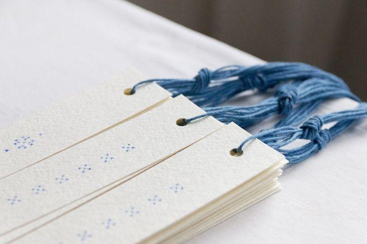 Olga Inoue: длинные карточки для подарков,  бумага с хлопком и печать как  вышивка крестиком