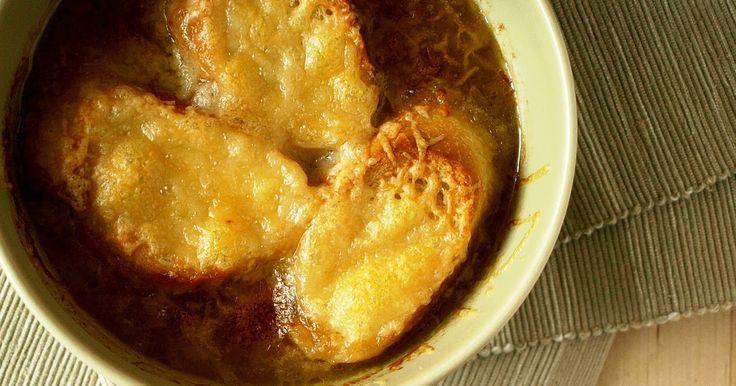 Kdo by to řekl, že nejlepší polévka, kterou jsem kdy jedla, bude z cibule. Cibuli totiž vůbecnemám ráda. Kdykoliv jsem jedla cibulačku (vl...