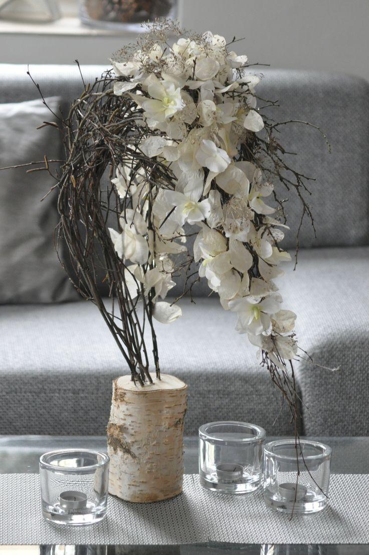 interior silk flower decoration on birch - celoroční dekorace