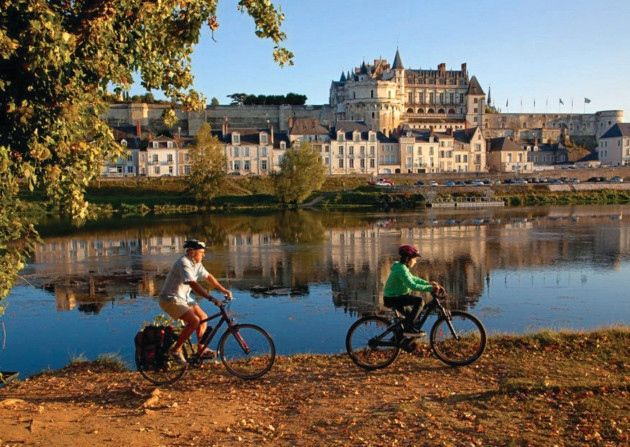 The town of Saumur is on the Loire a Velo route © Patrick Forget