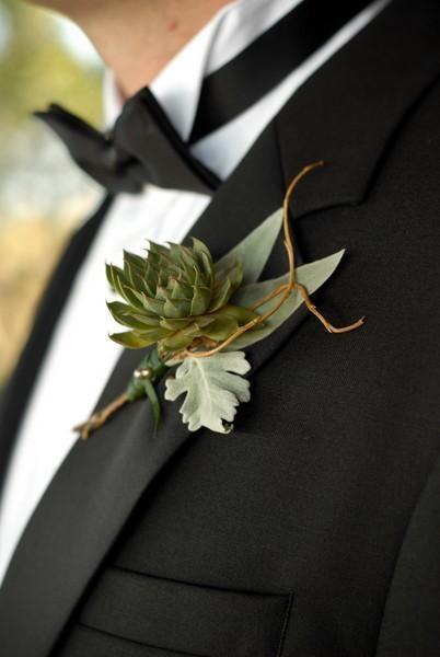 Boutonniere para el novio Succulent