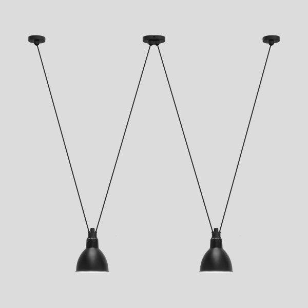 Les lampes Acrobates de Gras peuvent être reliées entre elles, les couleurs et les formes des réflecteurs de Gras (tailles Oculiste, L et XL) offrent un jeu dynamique et élégant, chacun peut monter son numéro.