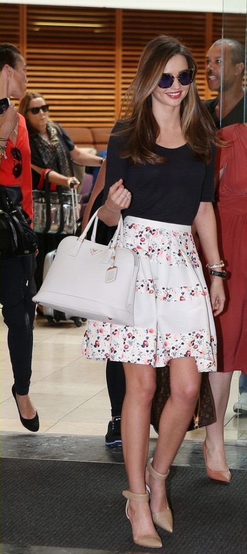 Miranda Kerr #what_to_wear_with_skirts #fashion #elegance