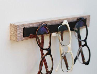 brillenHOLZ - Brillenhalter aus weiße geöltem Eichenholz
