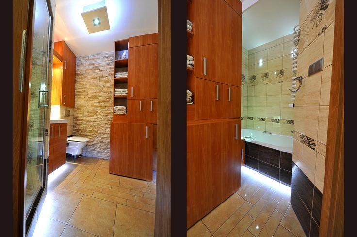 Łazienka w mieszkaniu i czasem jest szansa na wannę i kabinę prysznicową.