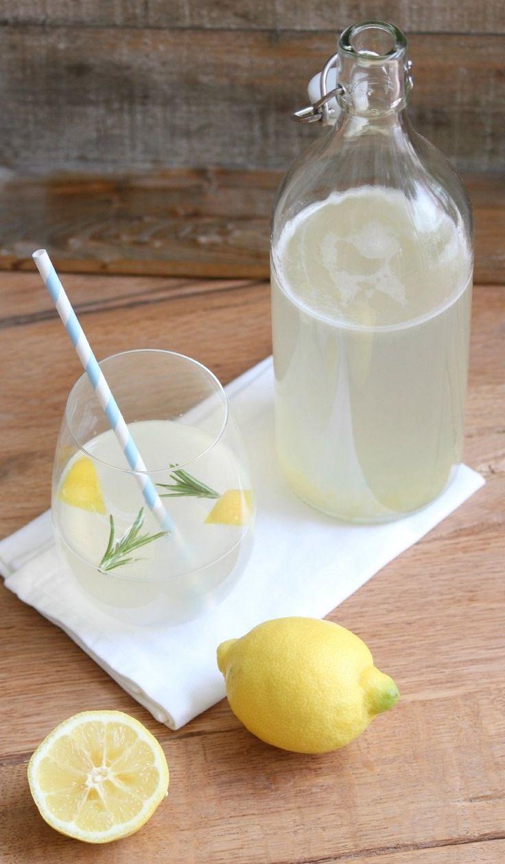 10 натуральных способов детоксикации организма  вода с лимоном  http://kickymag.ru/zhizn-eda/10-naturalnyh-sposobov-detoksikacii-organizma