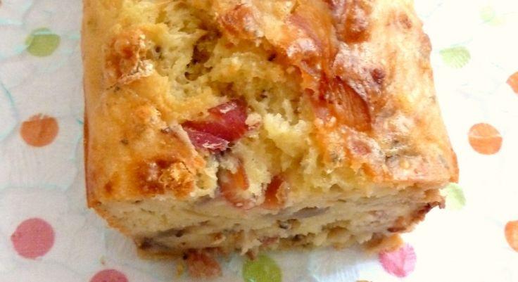 Cake salé léger et moelleux (sans matières grasses) Une recette de cake presque magique par son moelleux malgré l'absence de matières grasses :). je l'ai faite un nombre incalculable de fois !