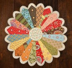 Quilt Inspiration: Free pattern day ! Dresden Plates
