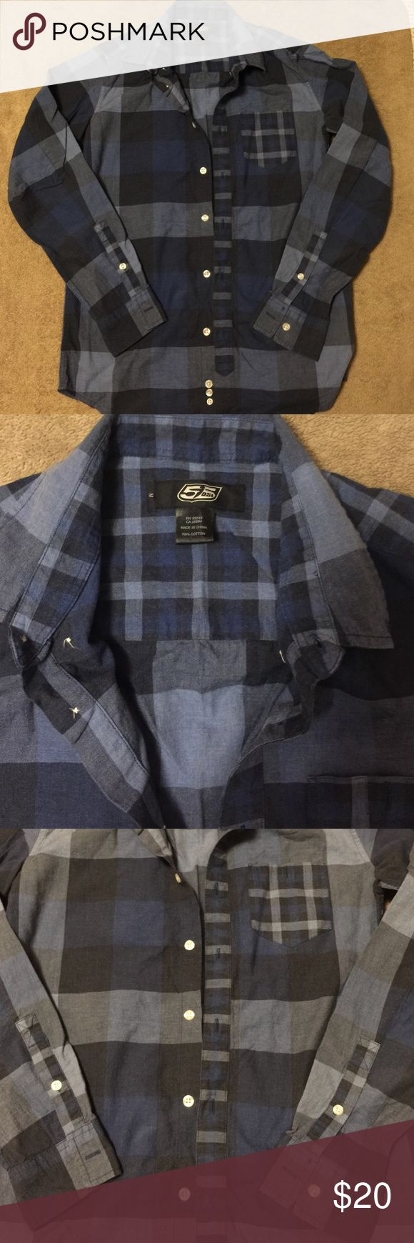 Diesel dress shirt Excellent condition and from the 55DSL DIESEL line. Diesel Shirts Casual Button Down Shirts