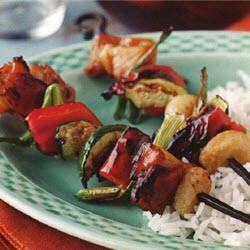 Pollo teriyaki y brochetas de verduras