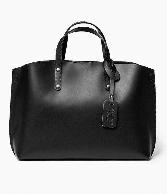 Włoska Torebka Shopper Skórzana czarna Oryginalna torba damska włoskiej produkcji (Vera Pelle) wykonana ze skóry naturalnej najwyższej jakości. Skóra miękka, gładka, miła w dotyku. Torebka charakteryzuje się prostą budową. Wewnątrz torebki w obszernej kom