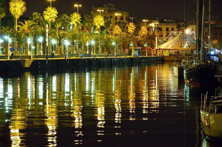 #reflejos #reflections #nightshot #paseosnocturnos #nightwalks #freelifestile #Barcelona #mediterraneo #galeriadefotos #photographygalery