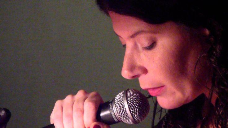 Claudia Masin en Arrojas Poesía al Sur | Estaciones Intermedias MAYO 2012