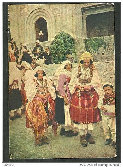 Veshje tradicionale femërore nga veriu, 1941. Northern Albanian womens costumes. Costumes albanais du nord. Vestidos femeninos de la Albania del norte. by Only Tradition.