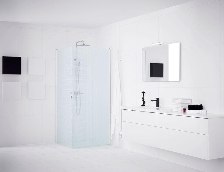 Finns det egentligen något som slår ett vitt badrum när det handlar om att skapa den där härliga känslan av rent och fräscht? Vi tror det knappt.