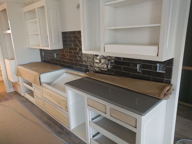 Cambria Carrick Quartz Countertop With Dark Grey