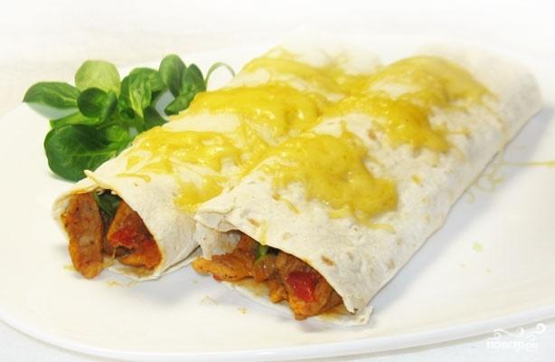 Буррито с мясом и авокадо - одно из простейших и классических мексиканских блюд. Что-то вроде бутерброда, только куда более хитрого, вкусного и оригинального :)