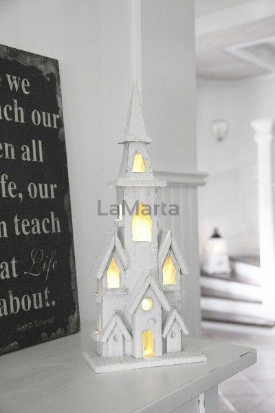 Stroik drewniany kościół   Kolor: biały 19.5 x 49.5cm x 11cm Bateria 3 x AA 10 x niewymienny LED