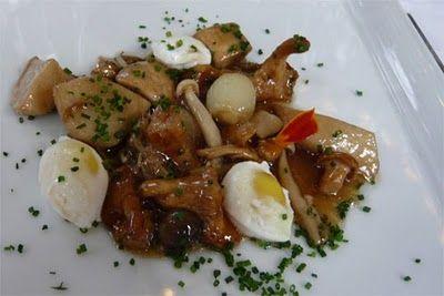 Salteado de setas con huevos de codorniz escalfados | Cocinillas ...