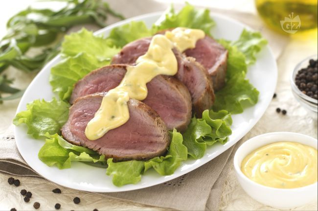 Lo chateaubriand con salsa bernese è un secondo piatto molto raffinato, a base di un taglio di carne pregiato servito con una delle salse più famose!
