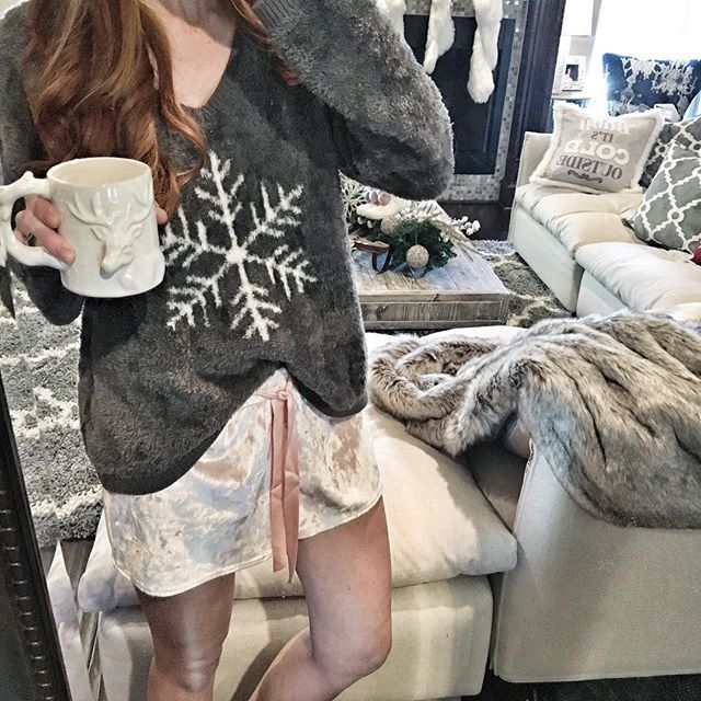 Feeling extra cozy this morning at home in the cutest blush pink velvet shorts and this crazy soft snowflake pullover ❄️ Grab these before they sell out, but warning, you will never want to take them off haha Shop via @liketoknow.it http://liketk.it/2pEmV #liketkit #LTKunder50 #cozy #neutraldecor #velvet #LTKholidaystyle
