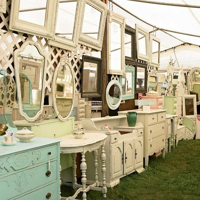 Would LOVE to go to a Flea Market like this!!!Mirrors, Antiques Furniture, Shabby Chic Furniture, Dreams, Painting Furniture, Vanities, Fleas Marketing, Vintage Furniture, Heavens