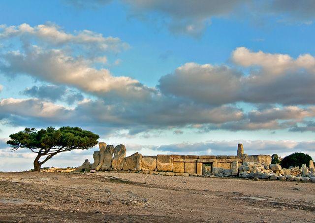 Hagar Qim temple, Malte. http://www.lonelyplanet.fr/article/voyage-malte-10-experiences-incontournables #HagarQimtemple #Malte #voyage