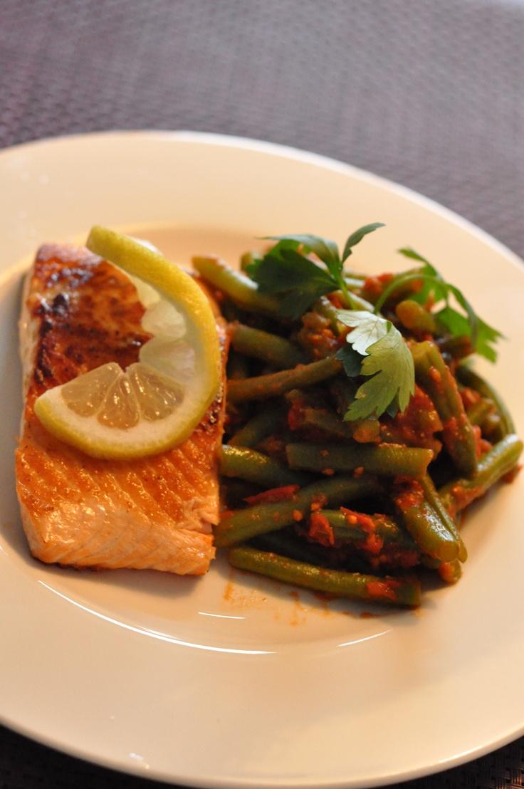 Pan-fried salmon, green beans x cherry tomatoe sauce w/ fennel seeds/cumin/coriander