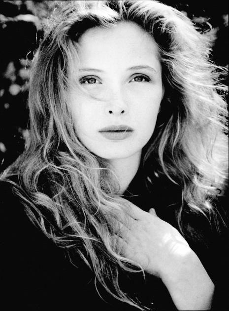 #Actriz | Una joven Julie Delpy retratada por Gilles Decamps http://beewatcher.es/julie-delpy-la-pupila-francesa-de-woody-allen