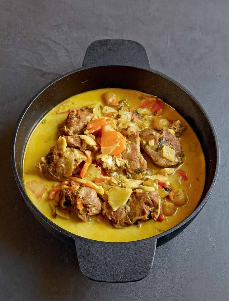 """Wangen hebben oneindig veel talenten en voelen zich altijd op hun gemak: zoet, met specerijen, zoetzuur... Noem maar op. Wij selecteerden de curry van varkenswangen. Kijk hier voor dit recept of één van de ande recepten uit """"Hart, lever, niertjes en de rest"""" van Stéphane Reynaud. http://www.fontaineuitgevers.nl/wp/wp-content/uploads/9789059564855-Hart-lever-niertjes.pdf"""