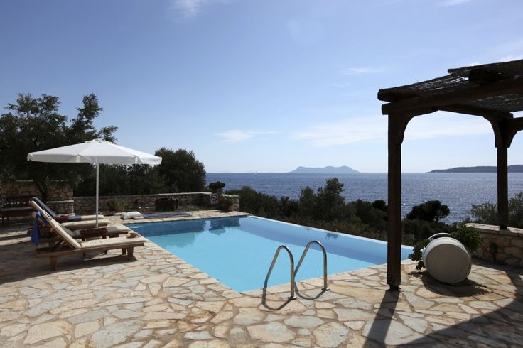 Villa with pool on the Italian riviera