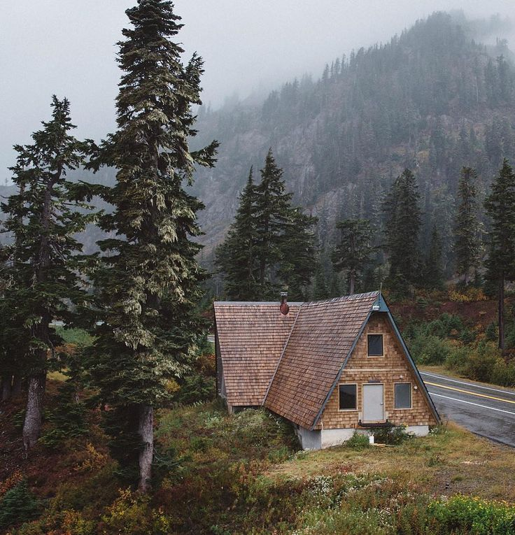 Roadside stop in the North Cascades   Photo by @itsbigben #30daysin30countries