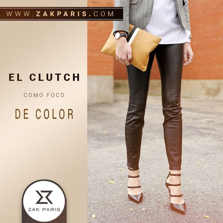 No te preocupes por un outfit tan elaborado, viste sencillo y con colores neutrales agregándole ese extra con un clutch en un color vibrante y sin dudar no pasaras desapercibida.   #zakparis #venezuela #carteras #tips #bolsos #clutch