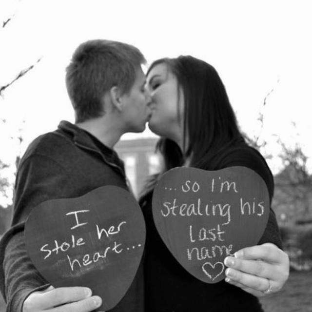 Presh engagement picture idea!!