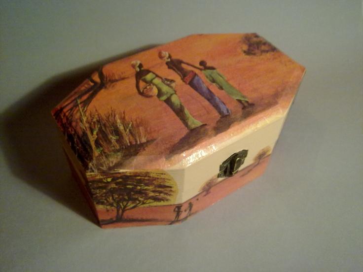 Caja decorada con decoupage