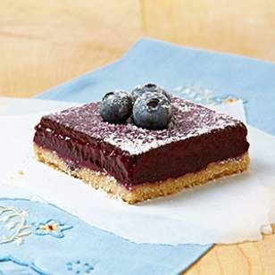 Inspired by our love of lemon squares, we developed this healthy blueberry squares recipe using juice from fresh blueberries in the filling.